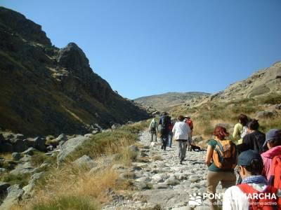 Laguna Grande de Gredos - Sierra de Gredos; bastones de senderismo; senderismo sierra de madrid